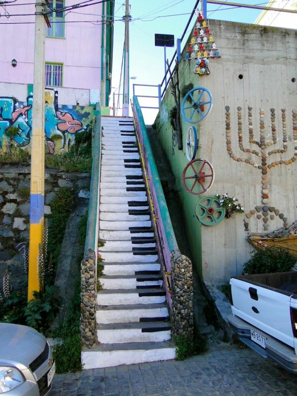 treppen verkleiden straßenkunst chile klavier muster