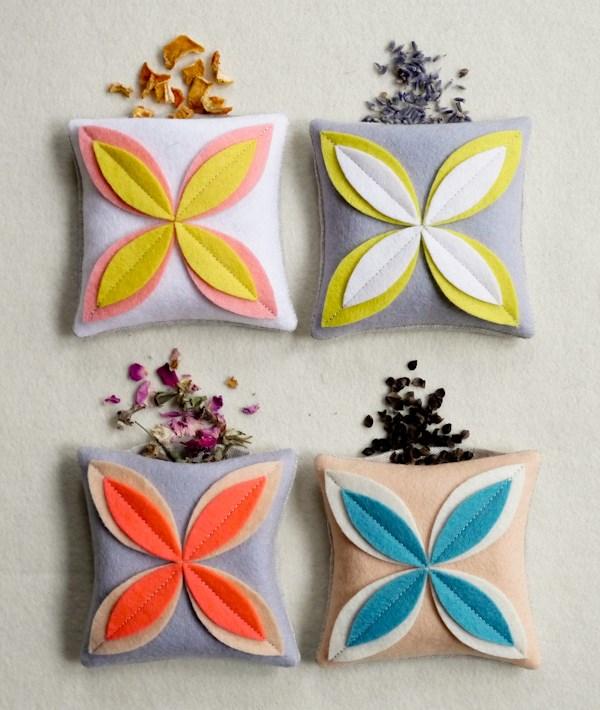 ausgefallene wohnaccessoires diy dekokissen aus filz filyblumen selber nähen