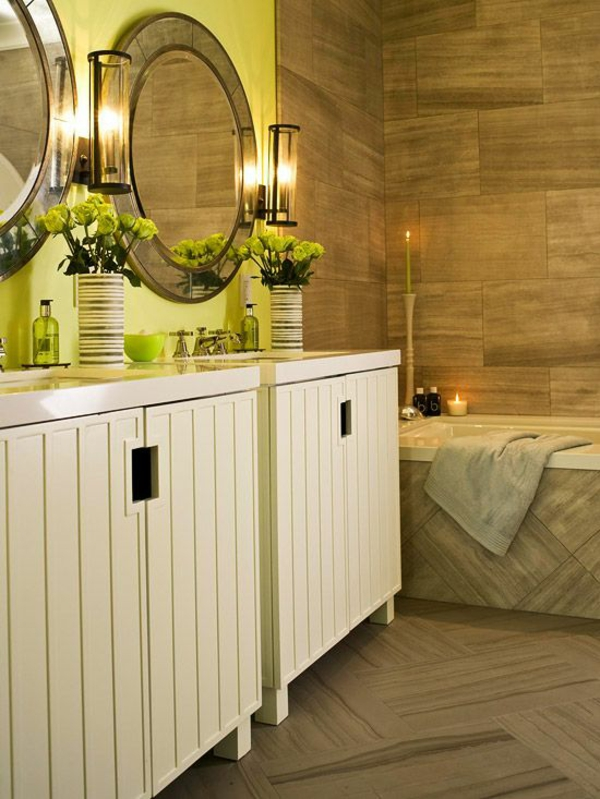 badezimmergestaltung ideen sommerfarben runder spiegel badmöbel
