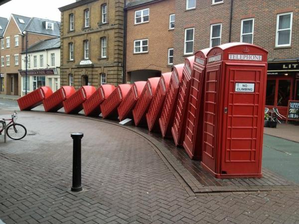 berühmte kunstwerke kunst skulptur telephone boxes