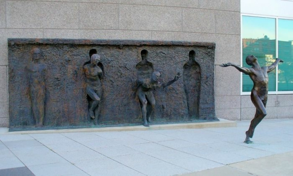 berühmte kunstwerke break through from your mold