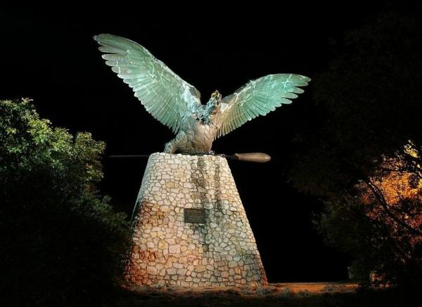 kunstwerke kunst turul bird with the holy crown of ungarn
