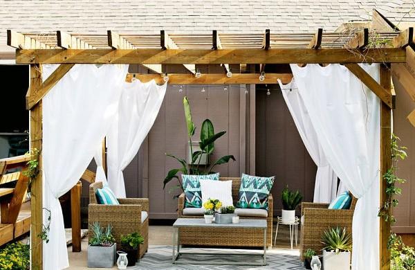 coole-einrichtungsideen-außenbereich-terrasse-gestalten-holzpergola