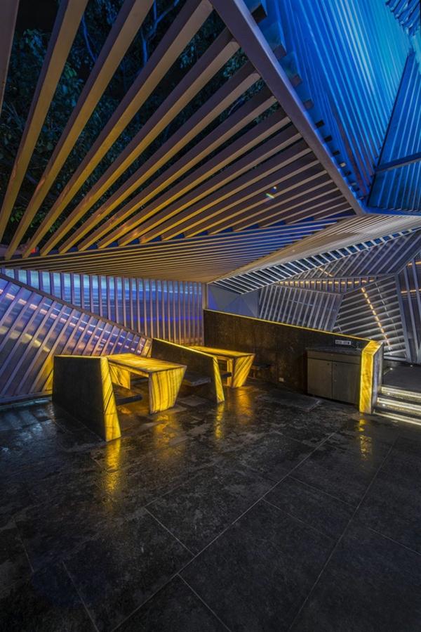 bar restaurant einrichtung gelbe beleuchtung auriga indien