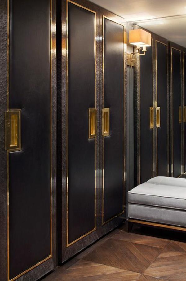 ankleidezimmer möbel schwarze garderobe gold akzente