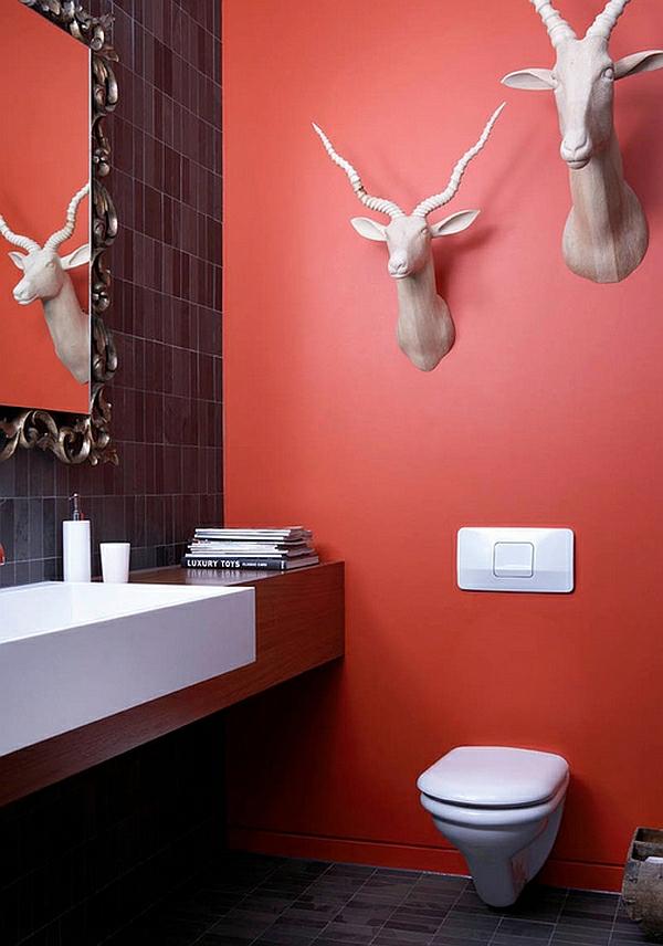 eklektisches badezimmer dekoideen rote wandgestaltung