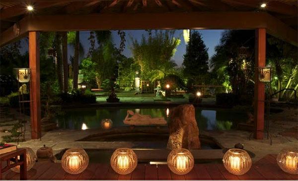 exterior asiatischer garten patio schöne beleuchtung teich