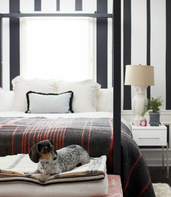 Schwarz Weis Schlafzimmer Wandfarbe schlafzimmer rote wandgestaltung akzentwand schwarze mbel Farbgestaltung Schlafzimmer Farbideen Schwarz Wei Streifenmuster