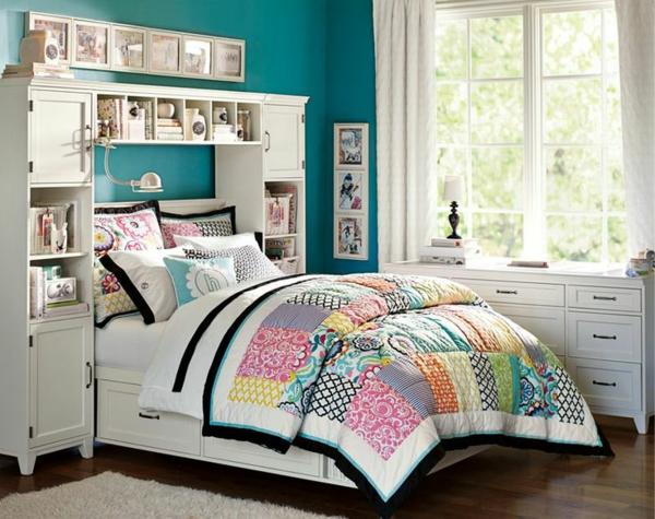 farbgestaltung schlafzimmer farbideen wandfarbe türkisblau bettwäsche kunterbunt patchwork