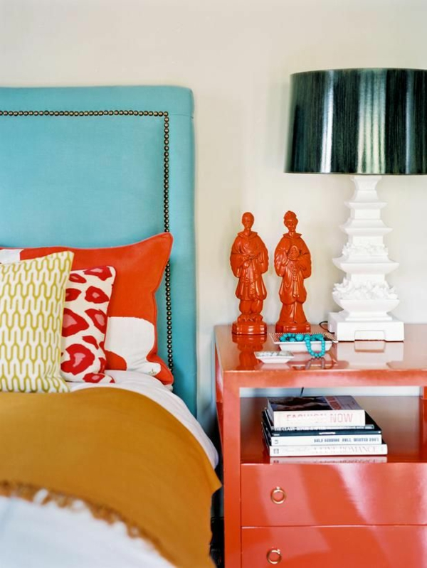 farbgestaltung schlafzimmer kräftige farben rot blau gelb