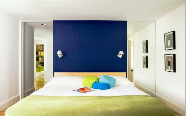 farbgestaltung schlafzimmer wand gestalten wandfarbe königsblau wandlampen