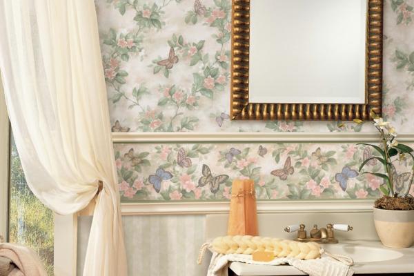 gardinen luftig leicht schmetterlinge tapeten wandspiegel Feuchtraumtapete fürs Bad