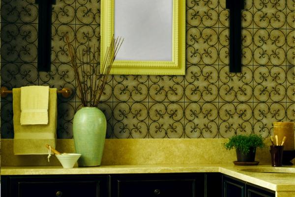 grüne farben Feuchtraumtapete fürs Bad  dekoartikel blumenvase