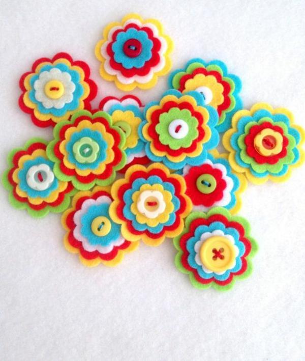filzblumen selber machen diy deko ideen farbig mit knöpfen