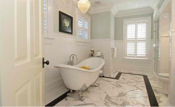 freistehende badewannen weiß elegant viktorisnischen stil silberne füße