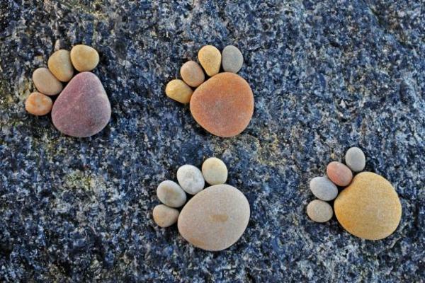 garten gartendekorationen steinfüsse sommer