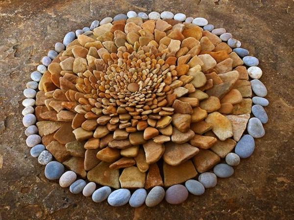 Gartenaccessoires Geometrische Garten Deko Aus Steinen Und Blattern