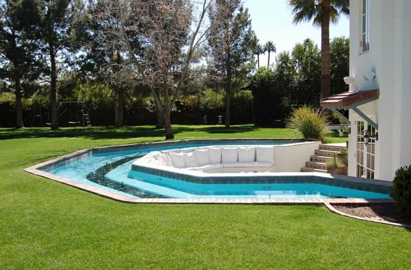 patio pool sitzecken im garten rasenfläche