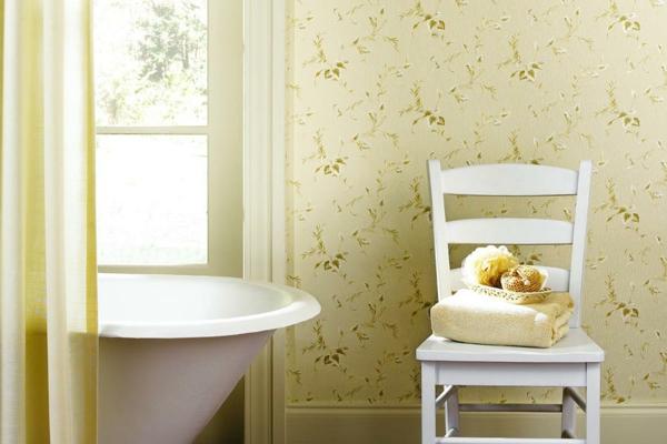 hell farben stuhl badewanne Feuchtraumtapete fürs Bad
