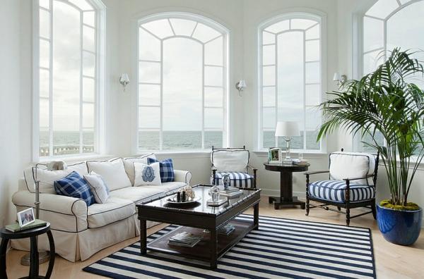 innendesign wohnzimmer blau und weiß fenster teppich sofa