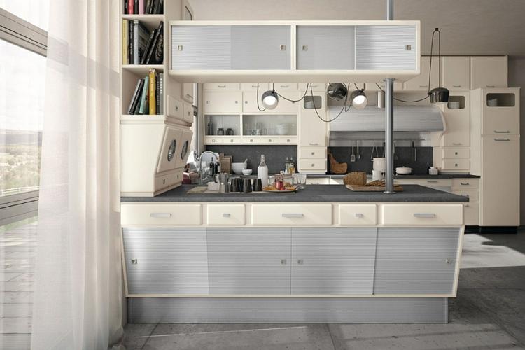 küche gestalten retro stil halbinsel schränke schiebetüren betonplatten boden