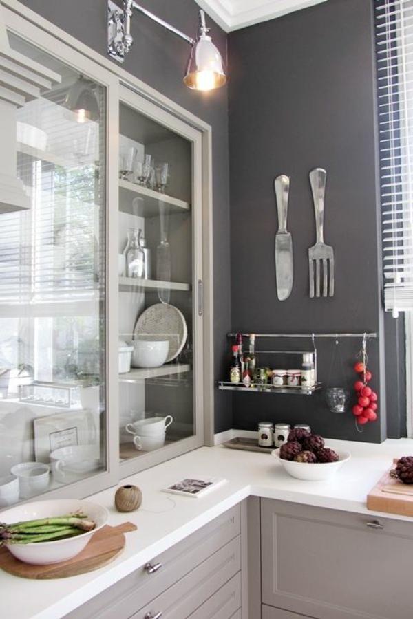 Küchen Design Wandgestaltung Grau Weiße Möbel