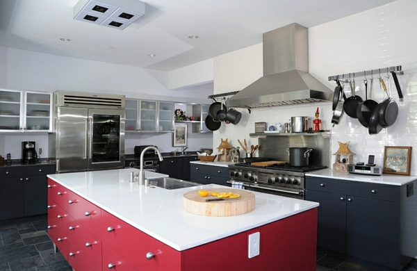 küchen rote kücheninsel schwarze küchenschränke weiße regale