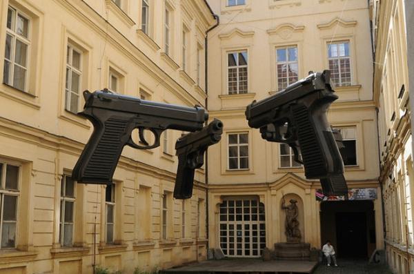 kunst und kultur kunstwerke pistolen