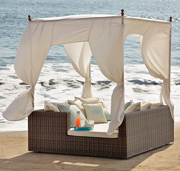loungebett am strand himmelbett meer