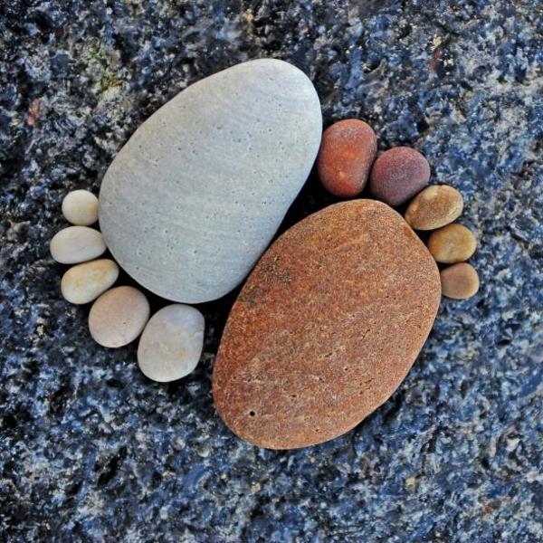 mehrförmige kieselsteine gartendekorationen steinfüsse