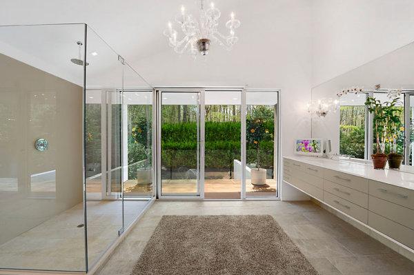 moderne badezimmer bodenfliesen glaswände einrichtungsideen