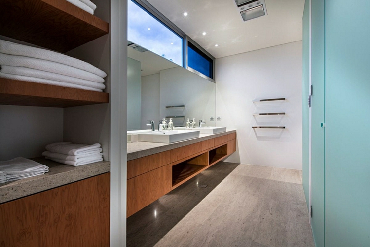 moderne badezimmer einrichten marmor holz betonplatten bodenbelag