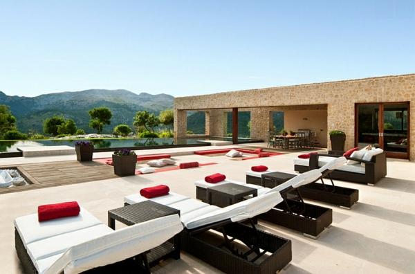 gartengestaltung patio sitzecken im garten pool liegen