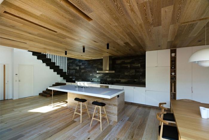 Moderne inneneinrichtung aus holz in einem open house in for Moderne inneneinrichtung wohnzimmer