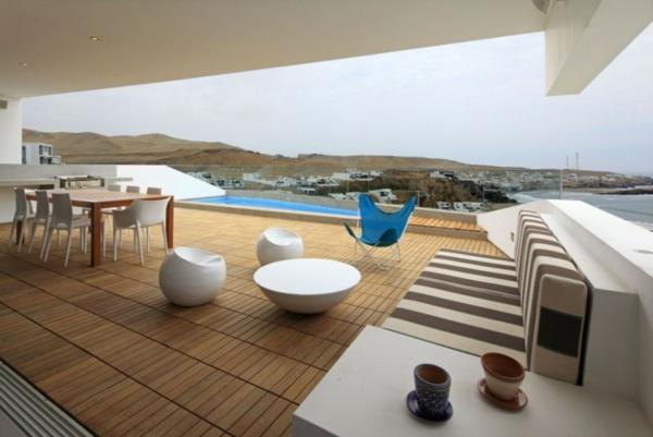 moderne terrassengestaltung bilder beispiele designer lounge möbel holzboden pool