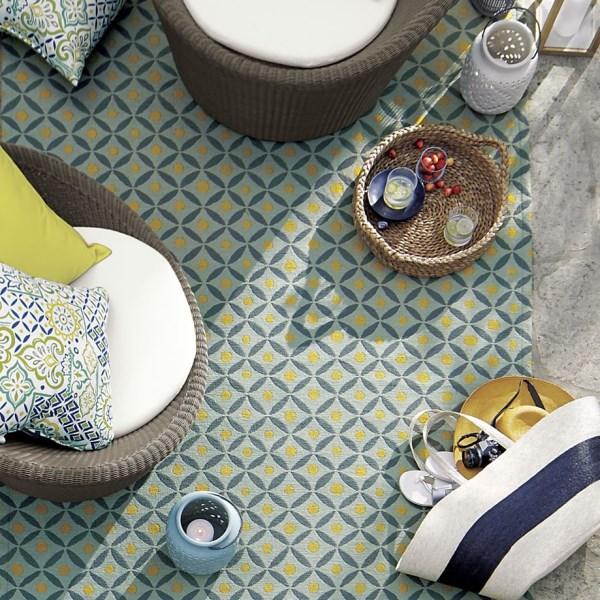 moderne wohnideen terrassengestaltung terrassenmöbel teppich muster geometrische