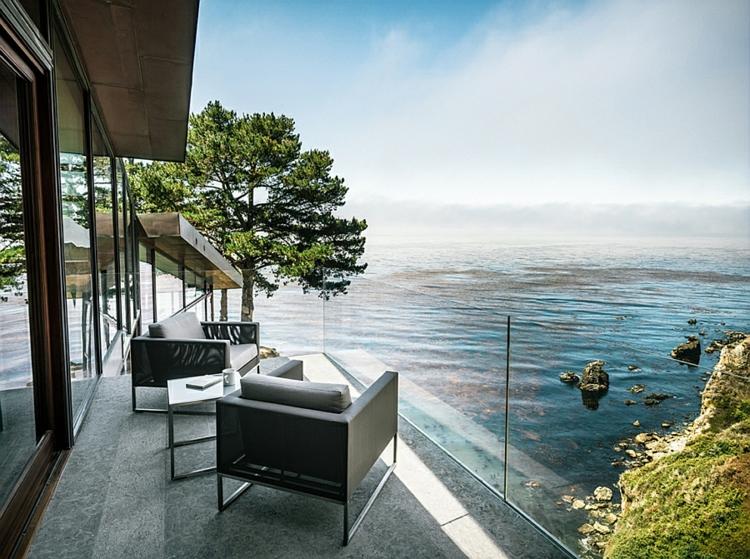 modernes-architektenhaus-mit-meerblick-glaswände-terrassengestaltung-pazifikküste
