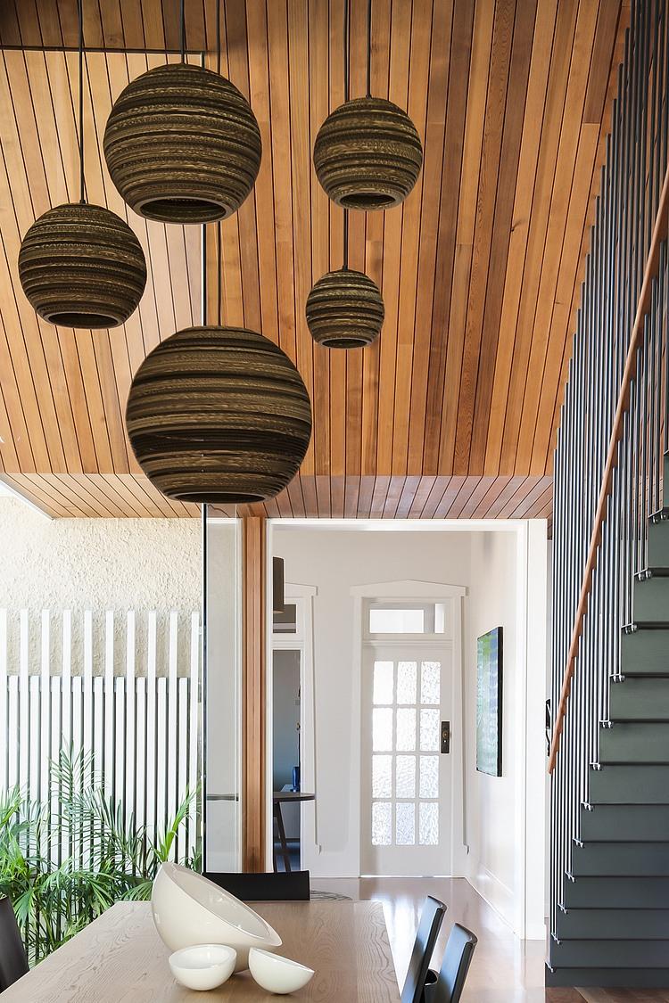 modernes haus Coogee Residenz Sydney nachhaltige architektur holzdecke pendelleuchten