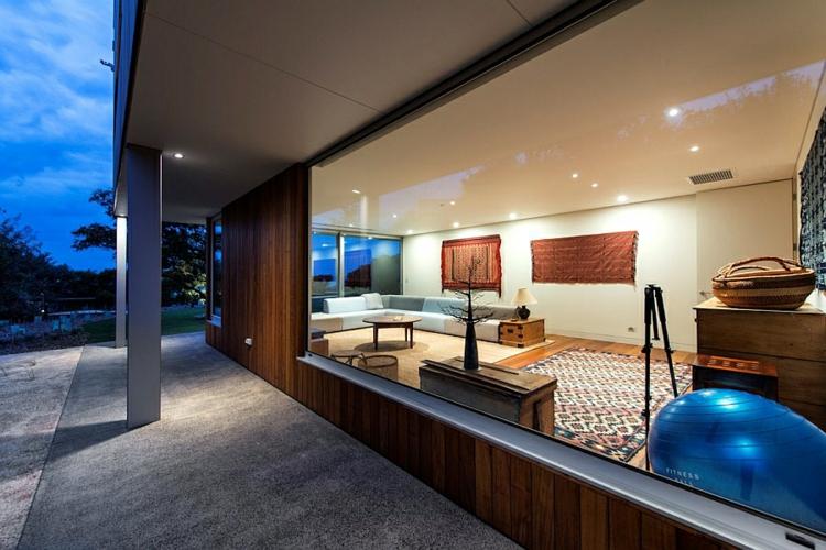 Modernes Haus mit Schlafzmmer und Spielraum im Untergeschoss