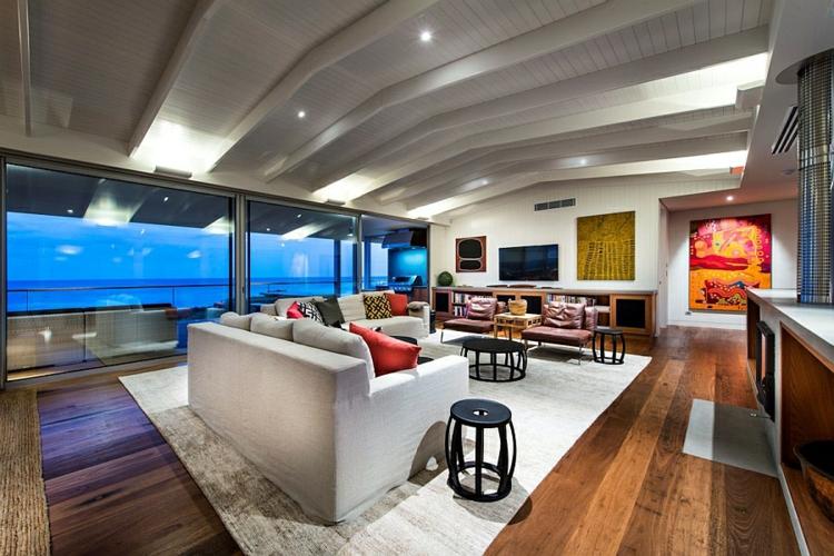 Modernes Haus am Strand mit Aussicht auf den indischen Ozean