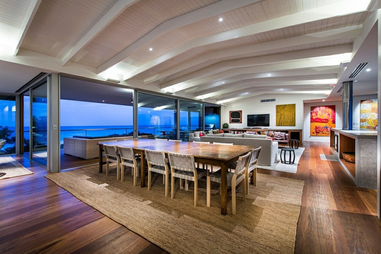 modernes haus strandhaus moderne esszimmer wohnzimmer offener wohnplan holzboden