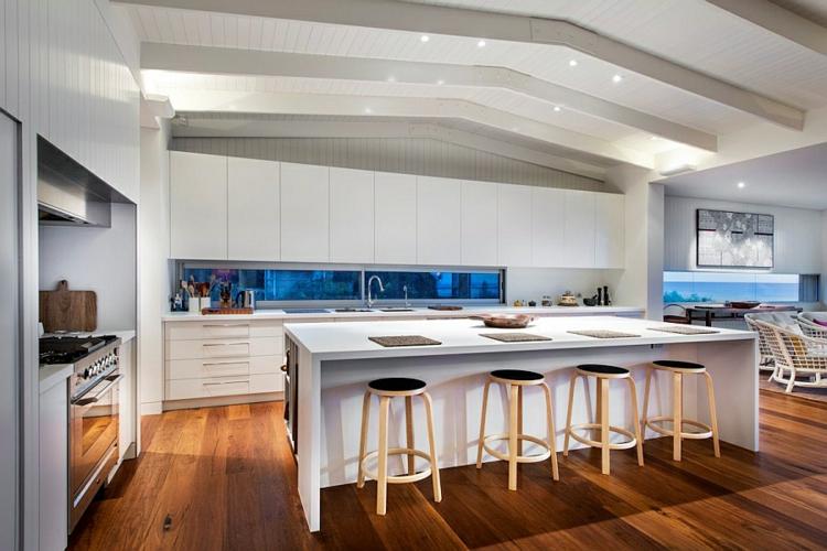 modernes haus strandhaus moderne küche gestalten kücheninsel