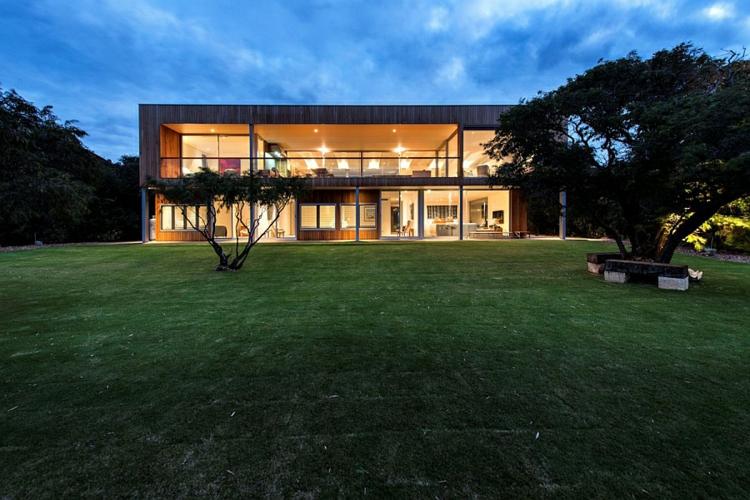 modernes haus strandhaus zweistöckiges luxushaus garten rasenfläche