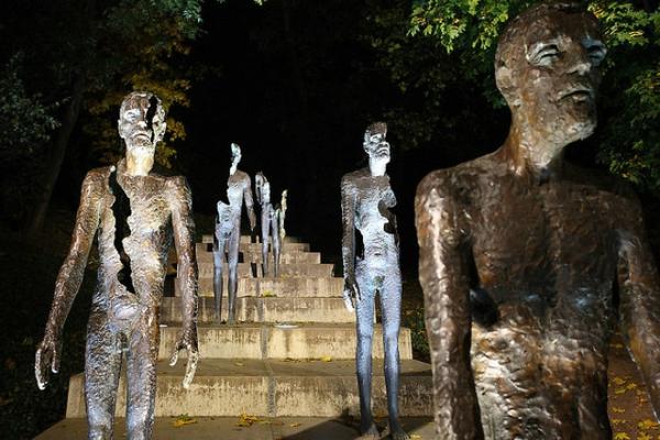 kunstwerke kunst skulpturen the victims of communism