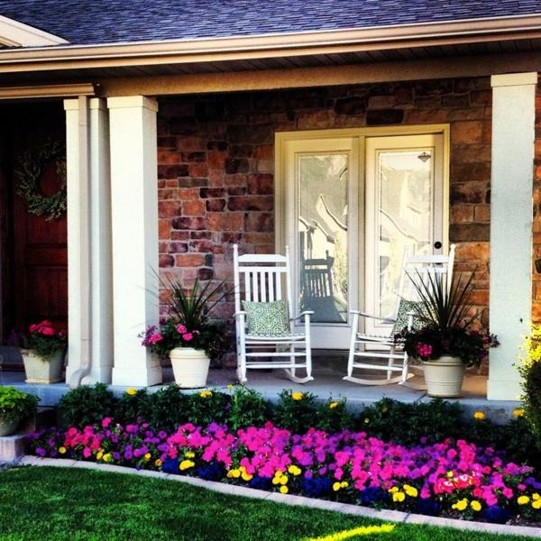 patio ideen vorgarten gestaltung petunie rasen gartenmöbel