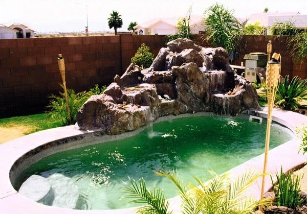 AuBergewohnlich Pool Im Garten Nierenförmig Garten Sichtschutz Zaun Steine Ziegel