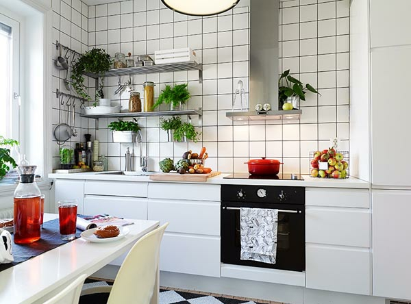praktische k chenl sungen f r kleine k chen wei e k che. Black Bedroom Furniture Sets. Home Design Ideas
