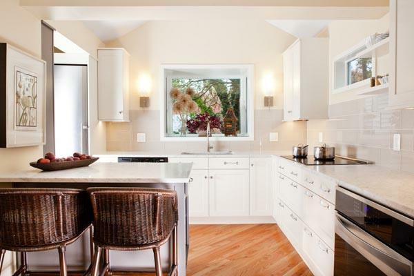 küchenlösungen für kleine küchen weiße küchenmöbel holzboden