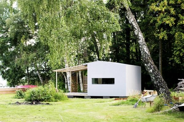 robuste minihäuser weiß bemalt