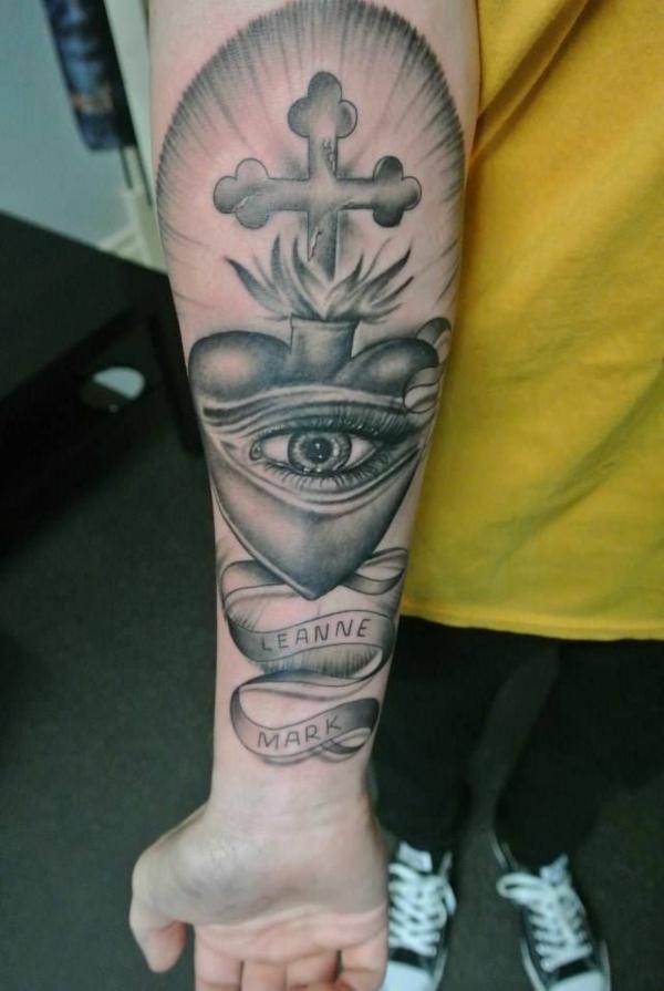 tattoo unterarm motive kreuz auge
